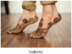 Simple and Easy Mehndi Design Indian Henna Designs, Henna Designs Feet, Legs Mehndi Design, Stylish Mehndi Designs, Mehndi Design Photos, Wedding Mehndi Designs, Mehndi Art Designs, Wedding Henna, Henna Tattoo Designs