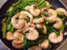 6-Minute Sesame Shrimp and Asparagus Stir-Fry #cleaneating #glutenfree #healthyrecipe #dinnerideas #pescatarian