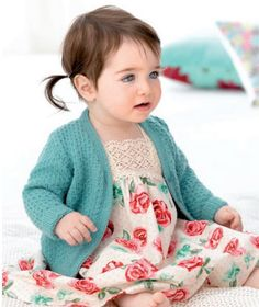 Free Knitting Pattern for 4 Row Repeat Textured Baby Cardigan - Long-sleeved baby sweater knit flat . Baby Cardigan Knitting Pattern Free, Baby Knitting Patterns, Baby Patterns, Knitting For Kids, Free Knitting, Brei Baby, Knit Baby Sweaters, Baby Knits, Retro Baby