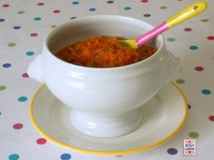 Ragù vegetale: un' alternativa al ragù di carne. Le verdure vengono prima rosolate, poi bagnate con del latte che conferisce alla salsa un sapore delicato.