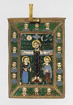 Реликварий Истинного Креста.  Византия, конец 8 - начало 9 века  Сделано в Константинополе  Эмаль, серебро, серебрянное покрытие, золото, чернение. Размер (10.2 x 7.3 cm)