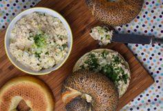 Tojásos-tonhalas szendvicskrém újhagymával World Recipes, My Recipes, Bagel, Hummus, Nom Nom, Grains, Sandwiches, Food And Drink, Rice