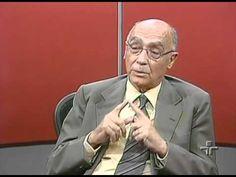 """JOSÉ SARAMAGO - RODA VIVA (2003) - 48:00 - José Saramago, sobre globalização e as corporações econômicas e financeiras: """"claro que não estão dispostas a negociar. E não estão dispostas a negociar porque nem sequer necessitam. Têm um intermediário que se encarregará de apagar os fogos, mais ou menos, que se manifestam aqui e além. E esses intermediários são os governos nacionais. Quer dizer, os governos transformaram-se em comissários políticos do poder econômico. É um qualificativo talvez um…"""