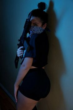 Uploaded by piyarockafixie. Find images and videos about girl, gun and thug on We Heart It - the app to get lost in what you love. Gangsta Girl, Fille Gangsta, Badass Aesthetic, Boujee Aesthetic, Bad Girl Aesthetic, Thug Girl, Jess Conte, Mode Rock, Actrices Sexy