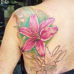 Started this lily back piece on Louise.  Sorry it was so ouchie 😕  #uktta #ukbta #thebesttattooartists #bestofbritishtattoo #fusionink #ladytattooers #wowtattoo #lily #lilytattoo #flowertattoo #floral #tattooistartmag #tattoolookbook #newtattooworkers #tattoo #tigerlily #lilyflower