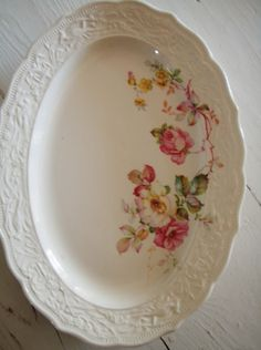 Vintage China Can anyone ID this? I have an oval dish with this exact embossed border, but it's plain, without the roses added. No markings. The border is quite interesting and I've long wondered who the maker was. - Vintage Home and Garden Vintage Plates, Vintage China, Vintage Tea, Vintage Decor, Vintage Dinnerware, Shabby Vintage, Vintage Floral, Retro Vintage, Antique Dishes