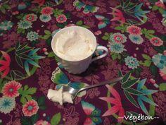 ~ Chantilly végétale ~ (pour accompagner les gariguettes par exemple) •365 g de lait de riz (ou autre lait végétal) •2 g d'agar-agar en poudre (1 cc rase) •80 ou 90 g de beurre de cacao  •45 g de purée d'amande blanche (ou autre purée d'oléagineux, comme la purée de noix de cajou) •2 gousses de vanilles fendues, grattées et infusées dans le lait bouillant OU 4 cuillerées à café d'extrait de vanille •2 cS de sucre complet mixé