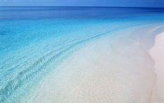 Blue Water Wallpaper, Beach Wallpaper, Nature Wallpaper, Wallpaper Desktop, Nature Photography Flowers, Landscape Photography, Sea And Ocean, Ocean Beach, Blue Beach