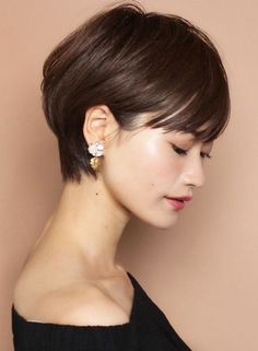 """The short cut called """"pixie cut"""" is more and more popular among people and the street. Short Hair With Layers, Short Hair Cuts, Short Hair Styles, Very Short Hair, Haircut For Thick Hair, Pixie Haircut, Hair Inspo, Hair Inspiration, Asian Short Hair"""