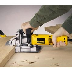 DEWALT Biscuit Joiner at Lowe's. This heavy duty plate joiner kit is powered by a amp, RPM motor that provides power for working in the hardest woods. The dual rack and pinion Antique Woodworking Tools, Woodworking Equipment, Woodworking Workbench, Woodworking Hacks, Woodworking Patterns, Woodworking Classes, Custom Woodworking, Wood Tools, Diy Tools