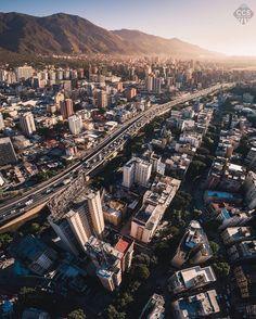 Te presentamos la selección: <<FOTO DEL DÍA>> en Caracas Entre Calles. ============================  F E L I C I D A D E S  >> @ruzjorge << Visita su galería ============================ SELECCIÓN @mahenriquezm TAG #CCS_EntreCalles ================ Team: @ginamoca @huguito @luisrhostos @mahenriquezm @teresitacc @marianaj19 @floriannabd ================ #Caracas #Venezuela #Increibleccs #Instavenezuela #Gf_Venezuela #GaleriaVzla #Hallazgosemanal #Ig_GranCaracas #Ig_Venezuela #IgersMiranda…