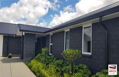 Modern Brick House, Brick House Designs, Brick Design, Modern House Plans, Brick Cladding, House Cladding, Exterior Cladding, Black House Exterior, Exterior House Colors