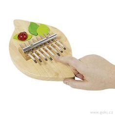 Kalimba, Al ofrecer 8 tonos diferentes, esta mariquita Kalimba es a la vez un instrumento de percusión y un instrumento melódico. Muy fácil manejo. Componer melodías hará que desarrolle su creatividad e imaginación mientras potencia las habilidades motoras finas. Descubres las posibilidades de la música para relajarse. Un universo por descubrir. Desde 21,95€ Kalimba, Triangle, Soap, Fine Motor, Motor Skills, Ladybugs, Girls Toys, Creativity, Bar Soap