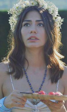 #ErkenciKuş #CanYaman #DemetÖzdemir Blue Background Wallpapers, Blue Backgrounds, Turkish Beauty, Turkish Fashion, Jennifer Winget Beyhadh, She Was Beautiful, Turkish Actors, Artistic Photography, Beautiful Celebrities