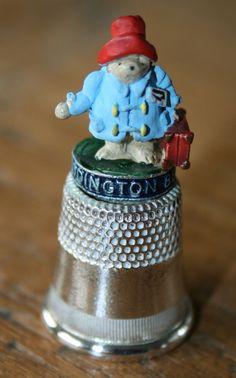 Vingerhoedje verzilverd van beertje Paddington: http://www.homi.nl/a-42100082/cadeau-allerlei/vingerhoedje-verzilverd-van-beertje-paddington/