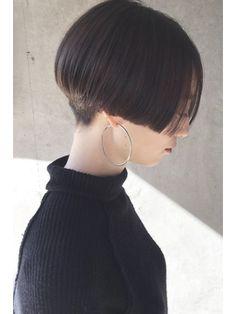 Tomboy Hairstyles, Permed Hairstyles, Short Hair Cuts, Short Hair Styles, Shaved Hair Women, Androgynous Haircut, Shaved Nape, Hair Porosity, Short Bob Haircuts