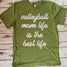 Volleyball Mom Life Is The Best Life 157 Great volleyball t shirt/mug/bag gift for family, friends, volleyball players, volleyball lovers or any women, men, girls, boys you know who loves volleyball. - get yours by clicking the link in my profile bio. Volleyball Mom, Volleyball Pictures, Volleyball Players, Rugby Players, Great Gifts For Mom, Gifts For Teens, Rugby Pictures, Rugby Quotes, Female Firefighter