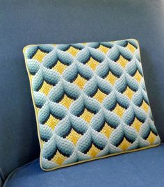Bargello Needlepoint Pillow por BOLDvintage en Etsy