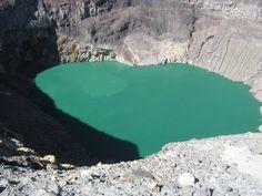 Cráter del Volcán de Santa Ana o ILAMATEPEC.  Foto descargada del Fan Page en Facebook: EL SALVADOR DE AYER Y HOY (https://www.facebook.com/pages/EL-SALVADOR-DE-AYER-Y-HOY/197737380255887?sk=wall).