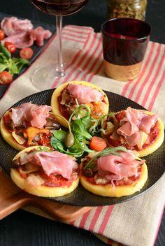 petites pizzas à la polenta avec du jambon de parme - Blog Turbigo et gourmandises