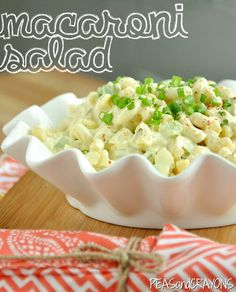 This quick and easy homestyle macaroni salad is the perfect side dish for your summer barbeque! Though I won't tell if you make it year round! Going Vegetarian, Vegetarian Recipes, Easy Macaroni Salad, Party Side Dishes, Chickpea Burger, English Peas, Soup And Salad, Pasta Salad, Side Dish Recipes