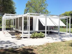 My new favorite. Walker Guest House by Paul Rudolph . . . Thank you @sarasotamod2016 and the Sarasota Architecture Foundation for your efforts in preserving and replicating these masterpieces! #dreamhome #architecture #modernism #paulrudolph #sustainability Re-post by Hold With Hope