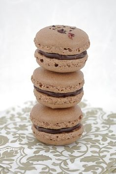 A super easy recipe for French macarons - makes you feel like the most accomplished pastry chef with little effort.