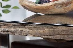 Tökéletesen ötvözi ez az étkezőasztal a természetes elemeket a modern megjelenést kölcsönző krómozott lábbal. A prémium minőségű fából készült asztallapon biztonsági üveg található. Ez az exkluzív bútordarab minden kétséget ki