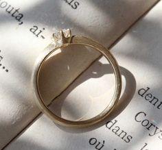 婚約指輪の側面