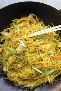 Camping Food One Pot - Asian Food Curry - Cafe Food Menu - Indonesian Food Instastory - Indian Food Buffet Asian Recipes, New Recipes, Vegetarian Recipes, Dinner Recipes, Cooking Recipes, Healthy Recipes, Ethnic Recipes, Singapore Noodles Recipe, Singapore Noodles Chicken