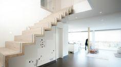 wir fertigen hochwertige Holztreppen, Treppen aus Massivholz oder Parkett, Faltwerktreppe mit Glasgeländer, Faltwerktreppe Eiche