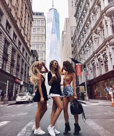 Traveling with best friends city bff picture ideas #BestCities