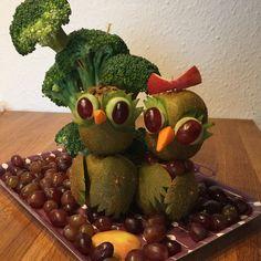 Fruit art kiwi kiwibirds