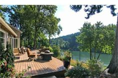 A REMODELED WILLAMETTE RIVER THREE BEDROOM HOME | LUXURY HOMES