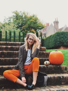 Uploaded by Ann. Find images and videos about zoella, zoe sugg and autumn on We Heart It - the app to get lost in what you love. Zoella Outfits, I Love Fashion, Autumn Fashion, Womens Fashion, London Fashion Bloggers, Fashion Trends, Fall Outfits, Cute Outfits, Work Outfits