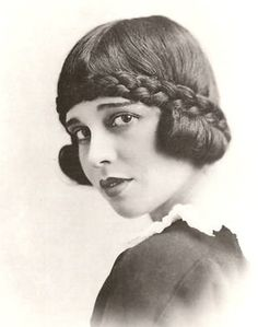Anita Loos . 1920s