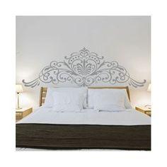 Sublimez votre chambre à coucher avec ce sticker mural au décor Magistral. Dans un esprit design entre Baroque contemporain et décoration florale, il trouvera naturellement sa place au dessus de