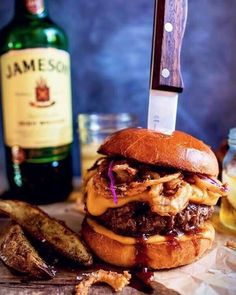 Whiskey Blue Cheese Burger with Guinness Cheese Sauce Jameson Whiskey Blue Cheese Burger with Guinness Cheese Sauce Vianney Rodriguez sweetlifebake Burgers! Jameson Whiskey Blue Cheese Burger with Guinness Cheese Sauce + Crispy Onions The Best Burger, Good Burger, Burger Bar, Yummy Burger, Burger Stand, Burger Dogs, Whiskey Blue, Jameson Whiskey Drinks, Beef Recipes