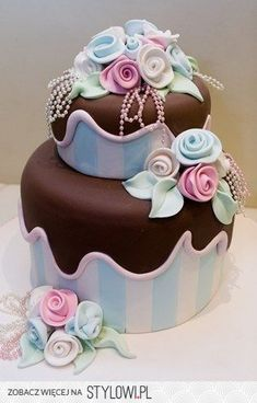 Great looking cake design. Gorgeous Cakes, Pretty Cakes, Amazing Cakes, Fancy Cakes, Mini Cakes, Cupcake Cakes, Unique Cakes, Creative Cakes, Just Cakes