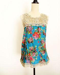 Nesta primavera/verão que tal customizar uma blusa ? Com apenas alguns squares é possível  criar uma blusa de forma rápida e fácil. Aqui vo...