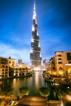 Burj Khalifa - Dubai. Langzeitbelichtung bei Nacht. Long exposure photography by night.