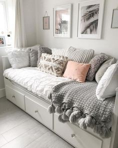 Girl Bedroom Designs, Room Ideas Bedroom, Small Room Bedroom, Home Decor Bedroom, Very Small Bedroom, Cozy Small Bedrooms, Daybed Bedroom Ideas, Day Bed Decor, Box Room Ideas