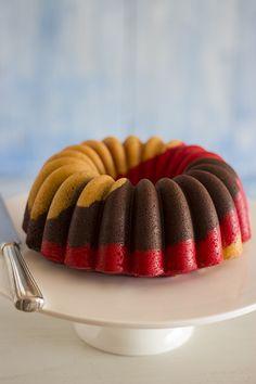 Broccoli and coconut cake - Clean Eating Snacks Neapolitan Recipe, Neapolitan Cake, Bunt Cakes, Cupcake Cakes, Cupcakes, Nothing Bundt Cakes, Bread Cake, Pound Cake Recipes, Buttercream Cake
