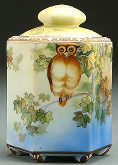 A NIPPON MORIAGE OWL DECORATED PORCELAIN HUMIDOR CIRCA 1915 WITH PAINTED OWL ON BRANCH AND MORIAGE LEAVES