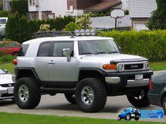 Toyota FJ Cruiser, good looking suv?