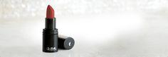 Los lapices de labios Sei Bellale dan un color más intenso y más ingredientes humectantes y de antienvejecimiento.  La tecnología de esferas que rellenan y los péptidos que aceleran la regeneración de la piel combaten las arrugas y previenen los labios opacos.  La manteca de karité aporta más suavidad y flexibilidad. Con retinol, ginseng y multivitaminas  Provee un color cremoso, intenso y duradero