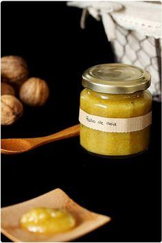 Le pesto de noix est très rapide à faire et permet de réaliser quelques bonnes recettes à base de pâtes. Vous le retrouverez dans quelques recettes qui