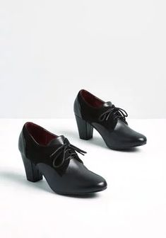 Scholar Signs Oxford Heel - Put your scholarly aesthetic on display in these black Oxford heels. Touting faux-suede quarters, lace closures, and a faux-leather body, this polished pair makes for the most intelligent style around! Black Oxfords, Black Heels, Sneakers Fashion, Fashion Shoes, Wide Shoes, Women's Shoes, Emo Shoes, Oxford Heels, Loafers For Women