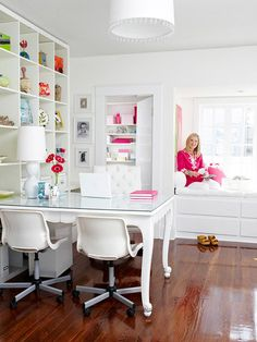 Wall shelving alongside a desk allows you to keep everyhting at your fingertips! | 10 Home Office Ideas You've Got to See | Decorating Files | decoratingfiles.com
