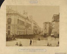 Puerta del Sol de Madrid en 1857, antes de la reforma.. Clifford, Charles 1819-1863 — Fotografía — 1857